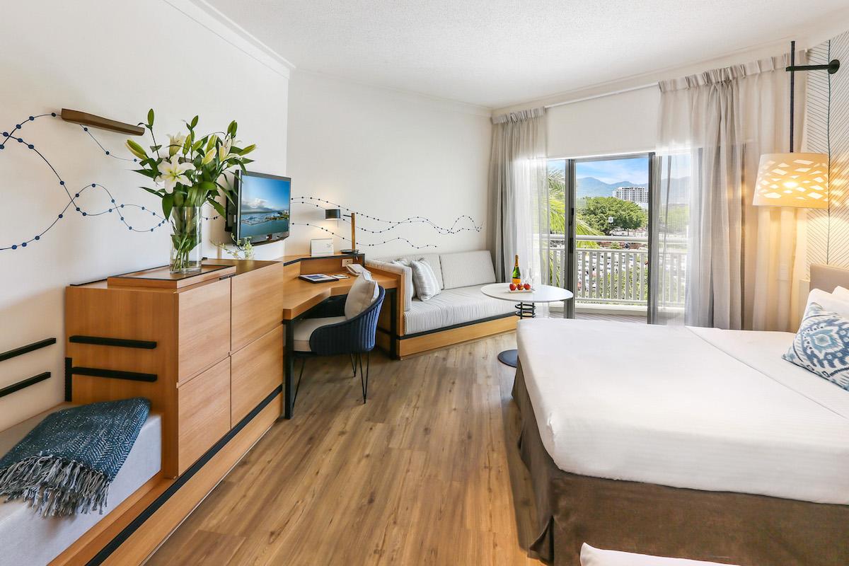 Cairns Shangri-La Deluxe Room, City View