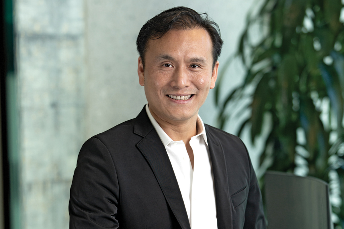 Kevin Xu, Chief Operating Officer of IGG INC